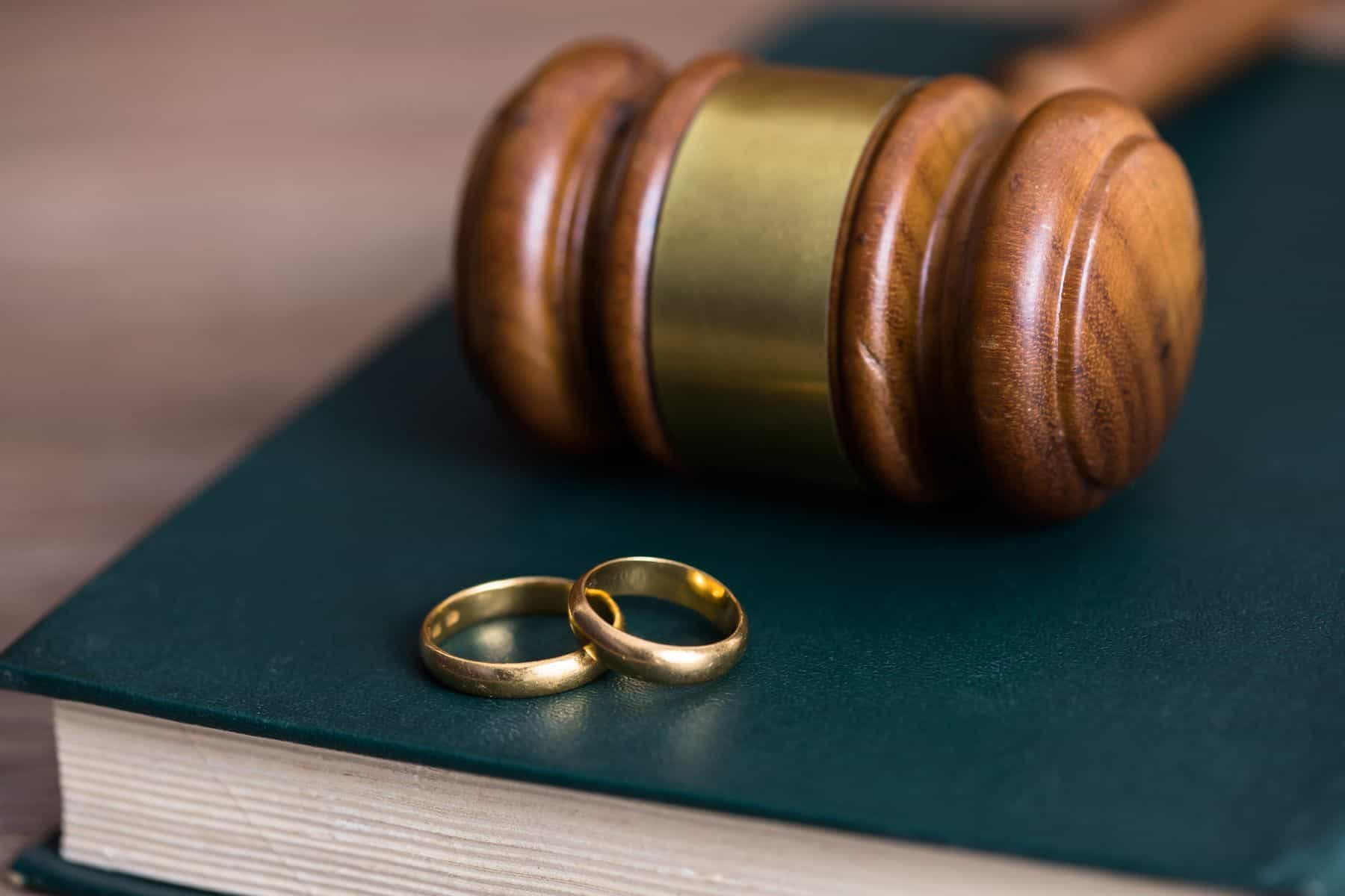 4 Reasons to Hire an Attorney for Your Marriage-Based Visa Application
